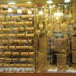 【ドバイ】ゴールドスークに並ぶ大量のネックレスを見て金持ち気分
