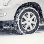 スタッドレスタイヤの交換目安と判断のポイントは何か?