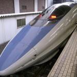 なぜ新幹線の中だと仕事がはかどるし読書も集中できるのか?